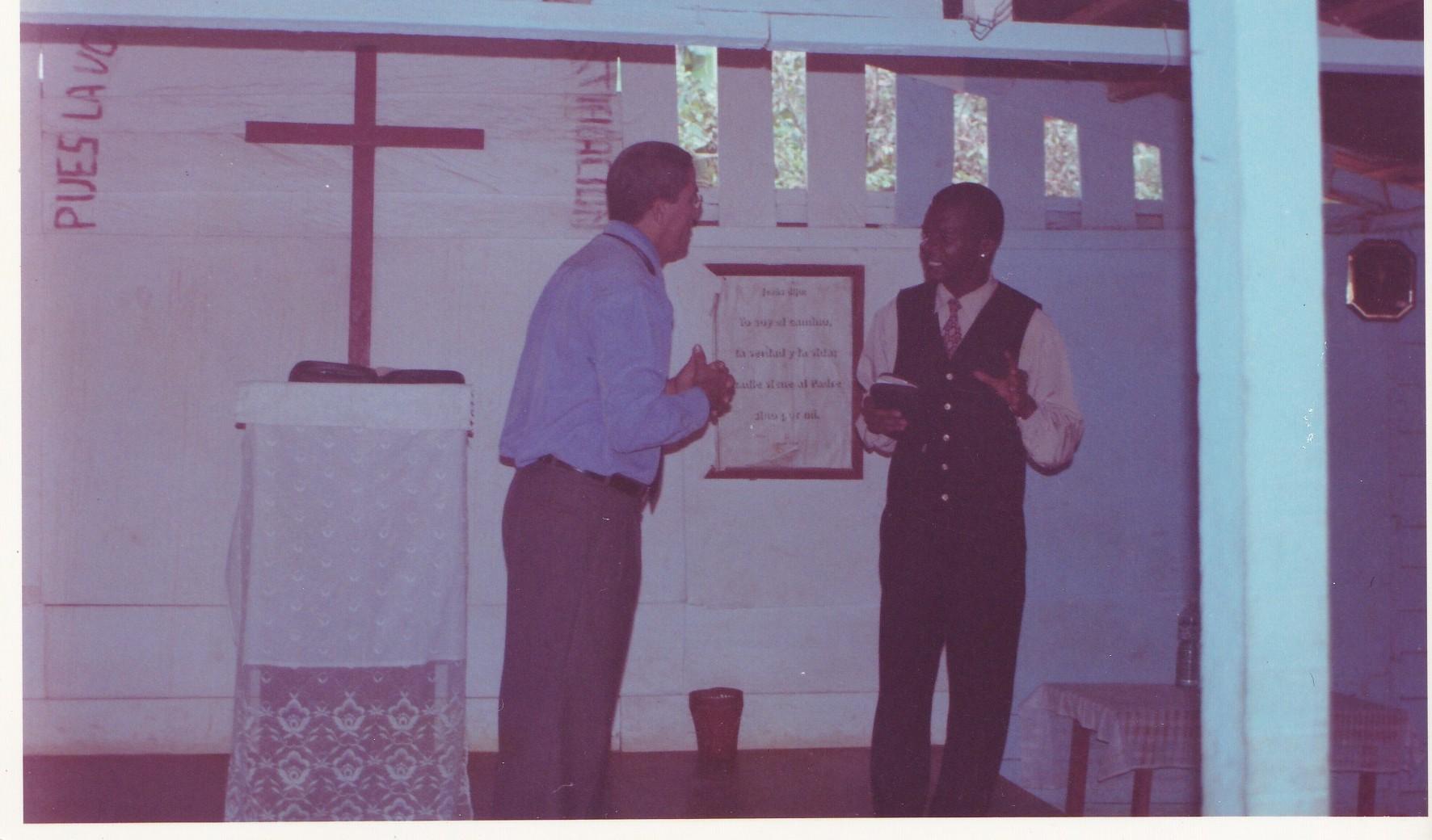 Pastor Francisco Gutierrez - En Africa (27)